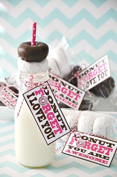 Valentines Day Mason Jar Gifts: Donut Forget Me Mason Jar