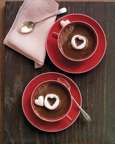 Valentines Day Treats: Hot Chocolate with Marshmallow Hearts