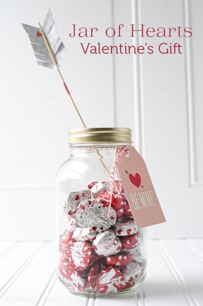 Valentines Day Mason Jar Gifts: Jar of Hearts