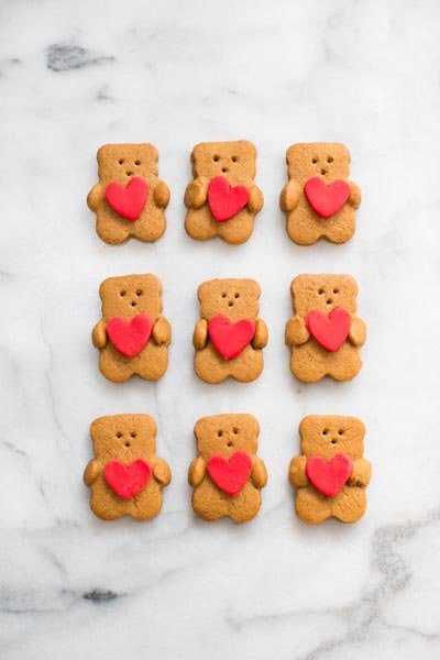 Easy Valentines Day Cookies: Valentine Bear Holding Heart Cookies