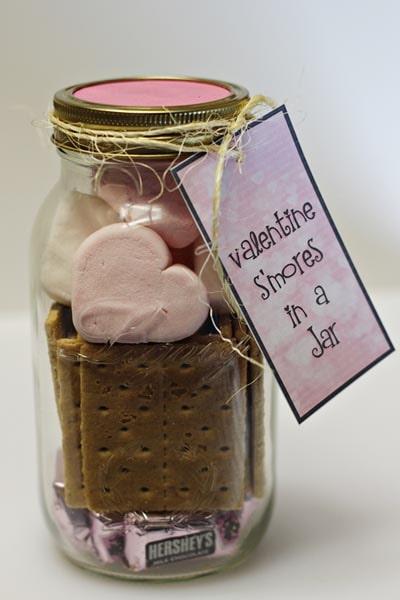 Valentines Day Mason Jar Gifts: Valentine S'mores in a Jar-min
