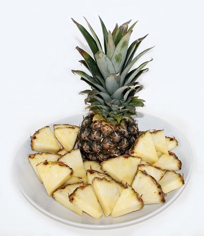 Foods To Stop Bloating: pineapple
