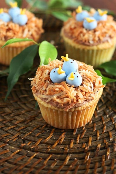 Easter Cupcake Ideas: Bird's Nest Cupcakes