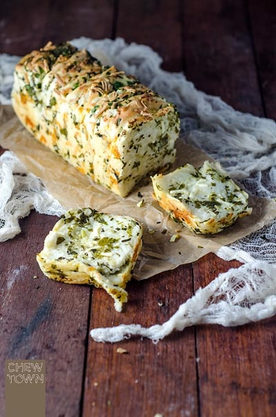 Homemade Baked Bread Recipes: Garlic Herb and Cheese Pull Apart Bread