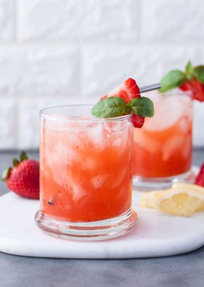 Keto Cocktails: Low Carb Strawberry Basil Bourbon Smash