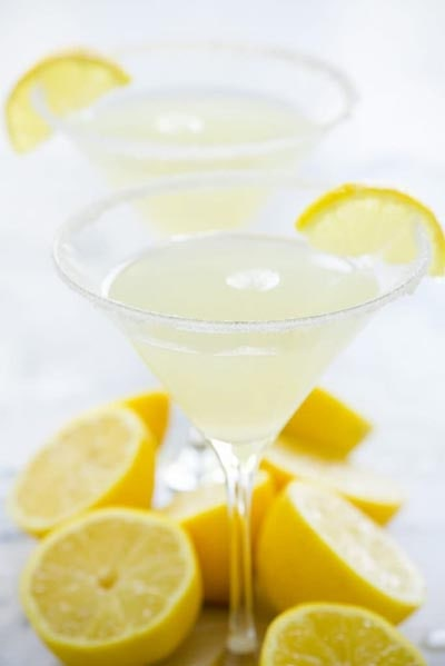 Keto Cocktails: Sparkling Lemon Drop Martini