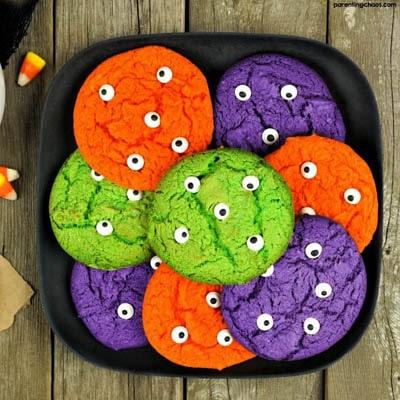 Fun Halloween Snack Ideas and Halloween Treats: Halloween Monster Eye Cookies