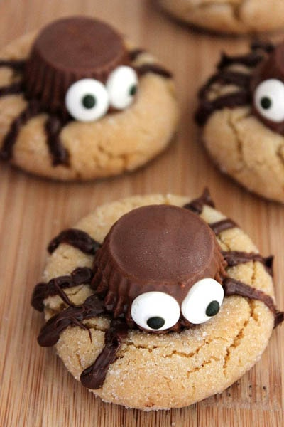 Fun Halloween Snack Ideas and Halloween Treats: Halloween Peanut Butter Spider Cookies