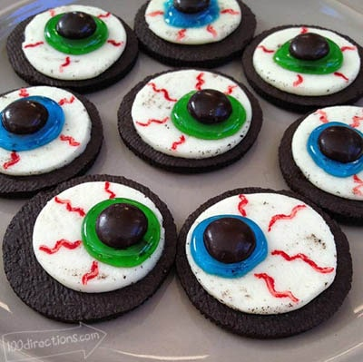 Fun Halloween Snack Ideas and Halloween Treats: Oreo Cookie Eyeballs